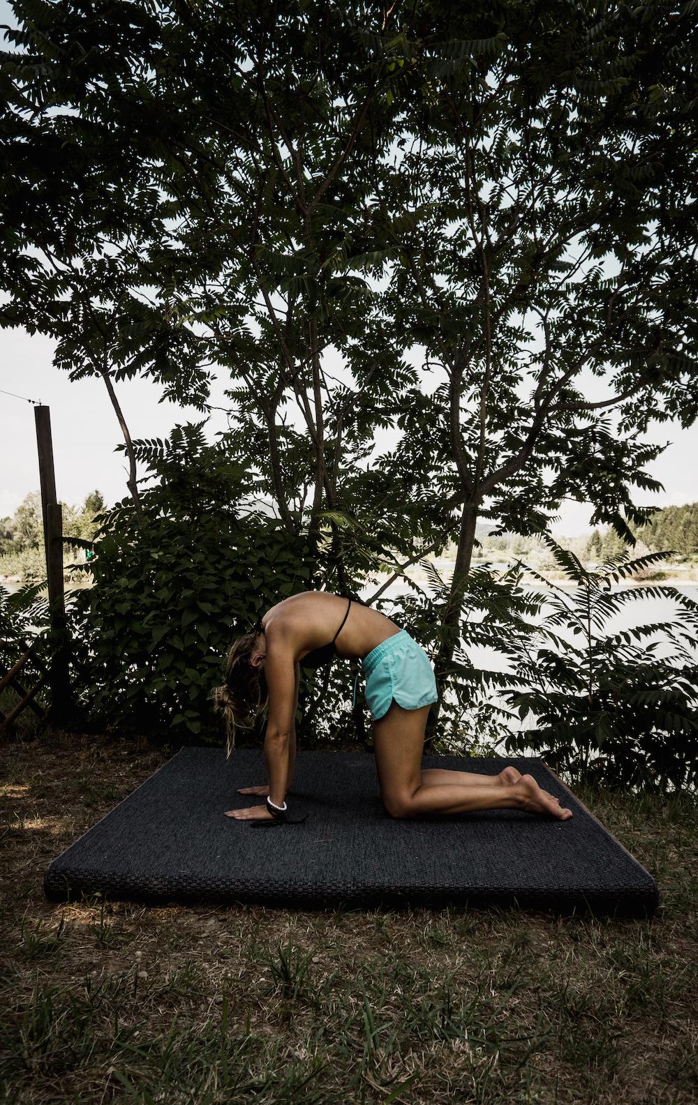 5 Yoga Übungen für weniger Rückenschmerzen Marjaryasana