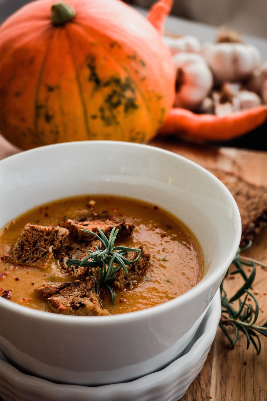 Vegane Kürbissuppe mit Möhren