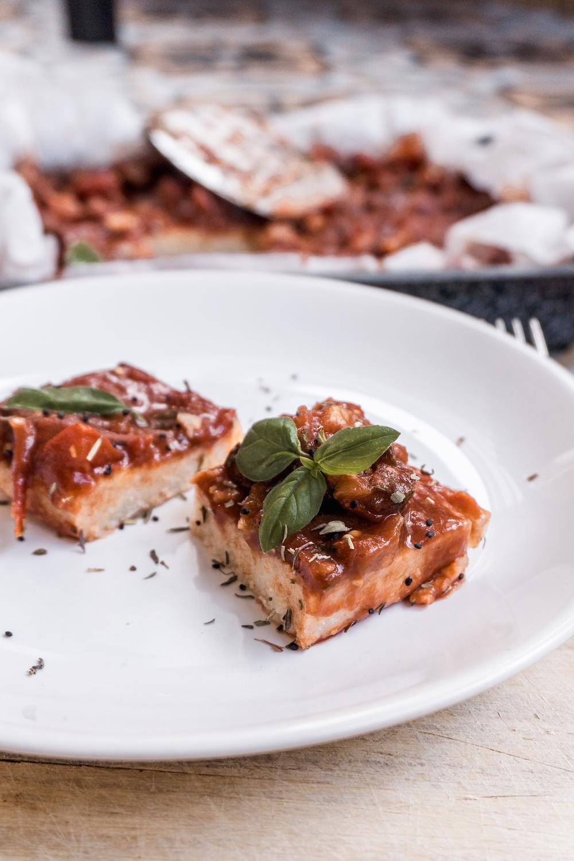 Veganer Couscous-Auflauf mit Tomatensauce