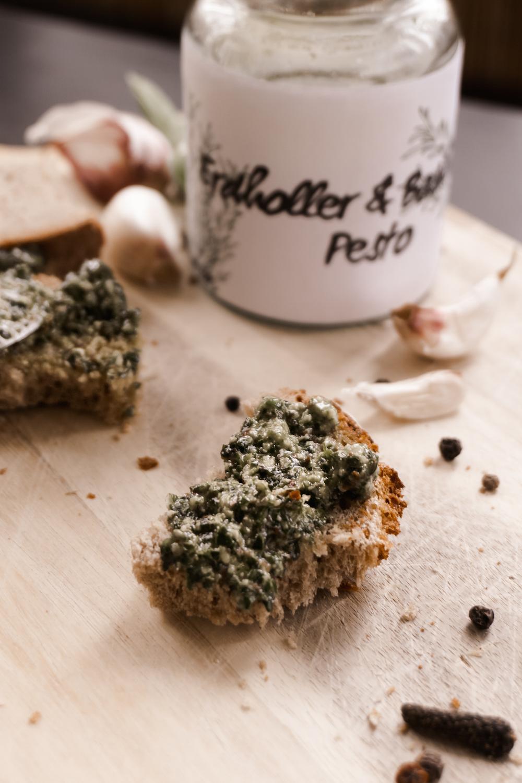 Hab veganes Pesto gemacht - Erdholler Basilikum Pesto