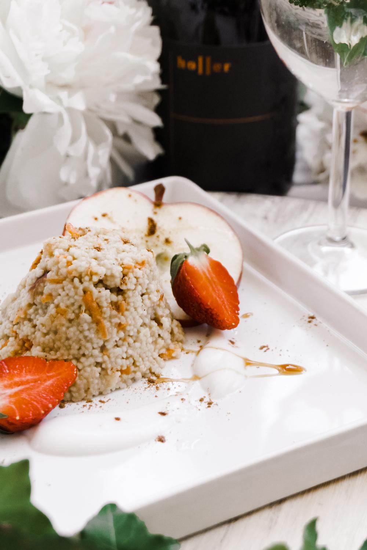 Süßer Karotten-Apfel Couscous mit Joghurt