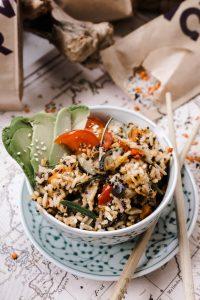 Linsen-Quinoa-Reis Bowl mit Gemüse