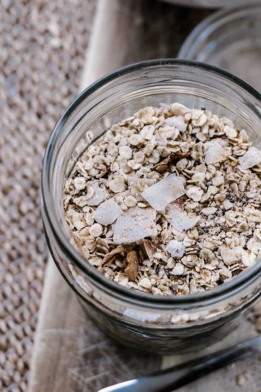 Selbstgemachte Kokos-Hafer-Granola