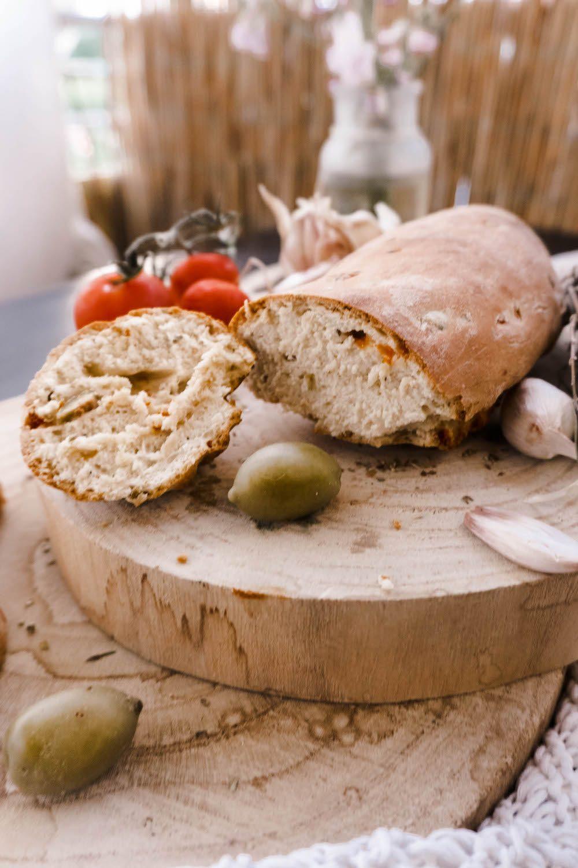 Veganes mediterranes Baguette backen