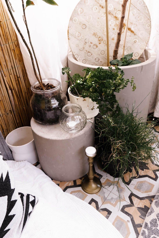 Boho Balkon gestalten mit Pflanzen und Dekoration
