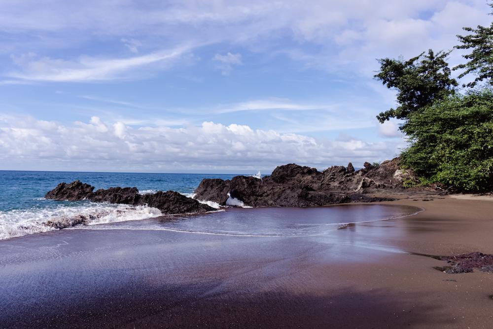 Die Pazifikküste Costa Rica's rauf und runter - Beach Drake Bay Corcovado