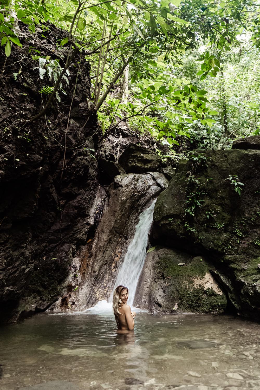 Die Pazifikküste Costa Rica's rauf und runter - Baden im Naturpool