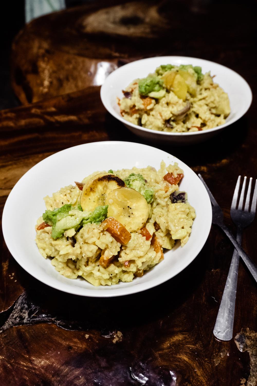 3 VEGANEN TRAVELREZEPTE - Curry-Reis-Bowl mit Kochbanane
