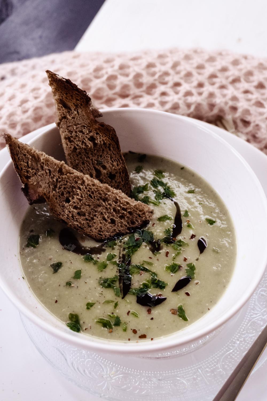 Vegane Brokkoli-Erbsen Suppe
