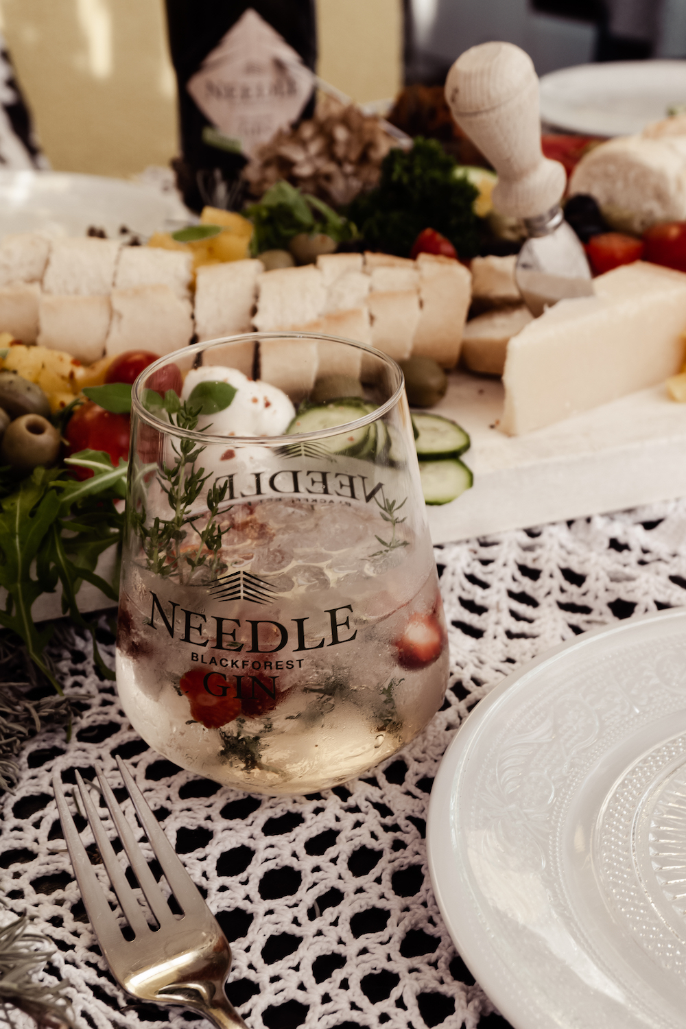 Grazing Table mit Needle Gin