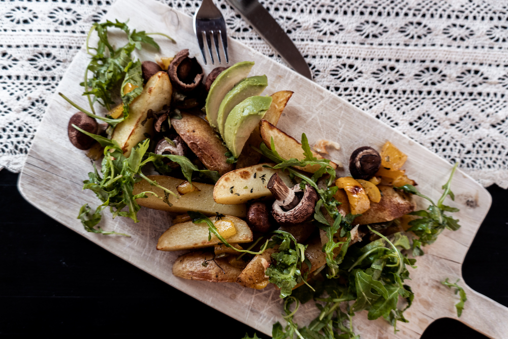 Gemüse aus dem Ofen mit veganem Skyr-Dip