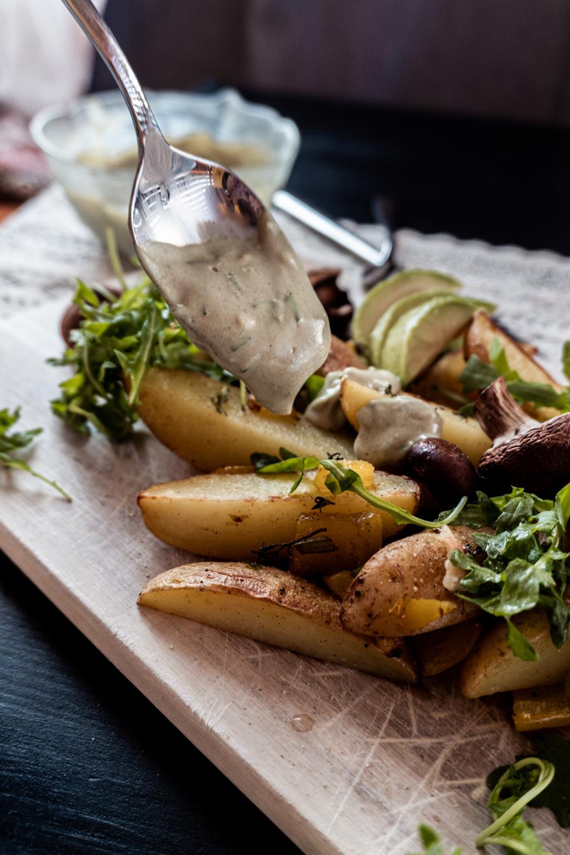 Ofenkartoffeln mit veganem Skyr-Kernöl-Dip